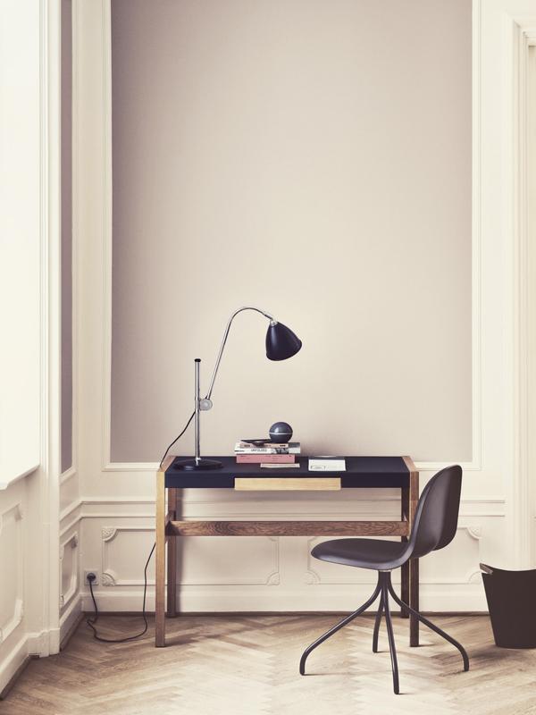 klein fein und superelegant schreibtische ziehen ein sweet home. Black Bedroom Furniture Sets. Home Design Ideas