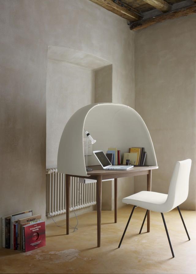 klein fein und superelegant schreibtische ziehen ein. Black Bedroom Furniture Sets. Home Design Ideas