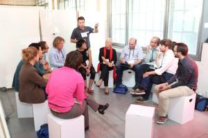 Animierte Diskussion über Entschleunigung in Unternehmen am 24thinkpark. Foto: event.nzz.ch