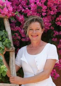 Christine Ferrari in ihrem botanischen Garten.