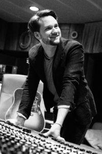 Cyrill Camenzind, Gitarrist, Produzent und Manager der Powerplay Studios. Foto: Stefanie Etter