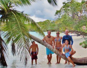 Die fünfköpfige Crew in St. John, US Virgin Island.