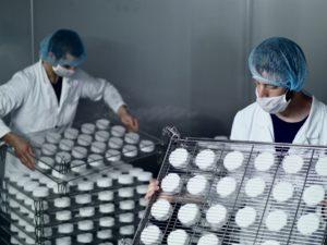 Von 50 auf 5000 Stück pro Woche – die Produktion läuft auf Hochtouren.