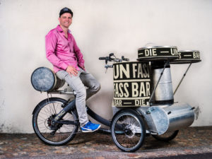 Tobias Rentsch der zweite mobile Pfarrer, mit der gemeinsam konstruierten «Unfassbar».