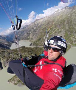 Chrigel Maurer hat den wichtigsten Ausdauerwettkampf für Gleitschirmflieger fünf Mal in Folge gewonnen.