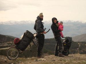 Gwen und Patrick mit ihrem Sohn unterwegs in den Pyrenäen.