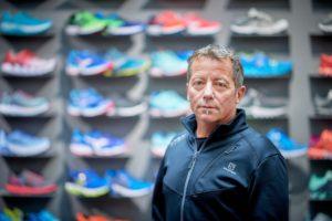 Stefan Kropf fühlt sich im eigenen Sportgeschäft wohler als in Meetings mit Managern. Foto: Adrian Moser