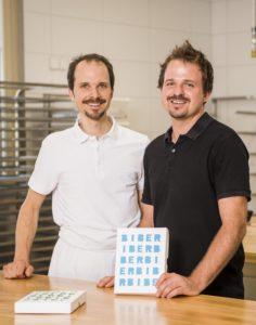 Claudio Leibacher (links) und sein Bruder Silvan haben ein Traditionshandwerk wieder aufleben lassen.