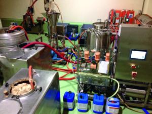 Kaffeemaschine für Tüftler: Mit Forscher Tilo Hühn hat Roland Laux ein spezielles Verfahren entwickelt.