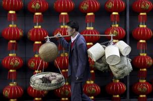 Noch hat Chinas Börse nicht die rote Laterne gefasst: Es besteht die zunehmende Gefahr der Kapitalflucht aus dem Reich der Mitte. Foto: Reuters