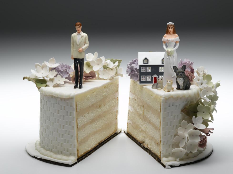 Eigenheim, Glück allein: Wenn Sie nach einer Trennung auf einer lang laufenden Hypothek sitzen bleiben, wird dies zu einer zusätzlichen Belastung. Foto: Getty