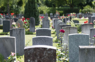 Tombstones on Sihlfeld cemetery, pictured on June 26, 2013, in Zurich, Switzerland. (KEYSTONE/Christian Beutler)  Ein Graeberfeld auf dem Friedhof Sihlfeld, aufgenommen am 26. Juni 2013 in Zuerich. (KEYSTONE/Christian Beutler)