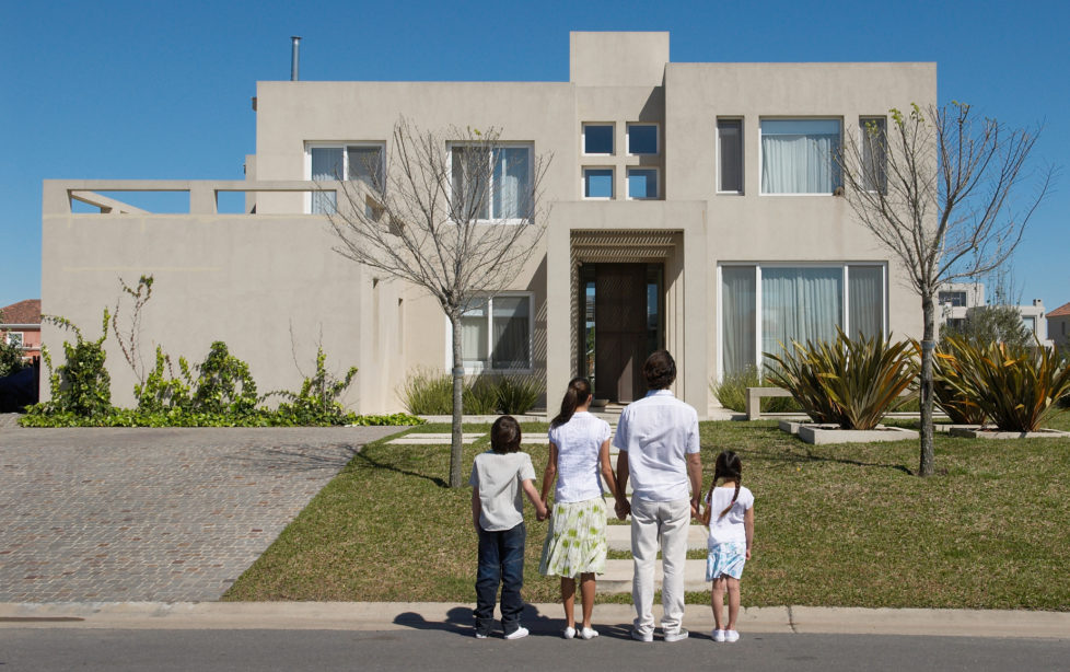 Der Traum vom Eigenheim: Junge Familien sind oft auf finanzielle Hilfe der Eltern oder Grosseltern angewiesen. Foto: Getty Images