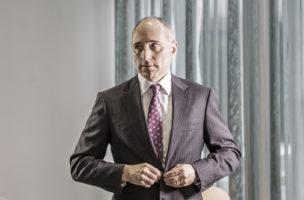 Weniger zu versprechen und mehr zu liefern schadet dem Aktienkurs: Novartis-Chef Joe Jimenez. Foto: Bloomberg/Getty Images