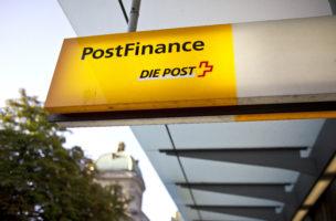 [Editor's Note: Logo veraltet] Logo der Post bei der Poststelle am Baerenplatz in Bern, aufgenommen am 16. Juli 2012. (KEYSTONE/Gaetan Bally)
