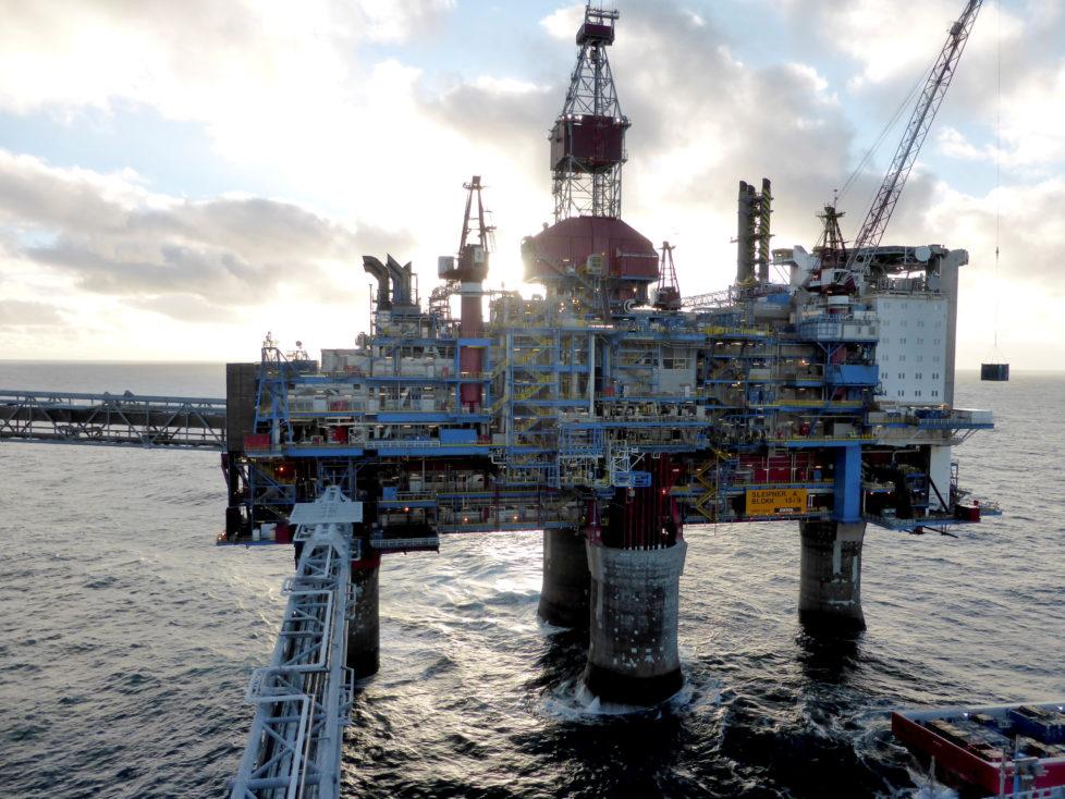 Förderplattform vor Norwegen: Der Ölpreis wird aufgrund der unterschiedlichen Interessen der Förderländer vorläufig nicht steigen. Foto: Nerijus Adomaitis/Reuters