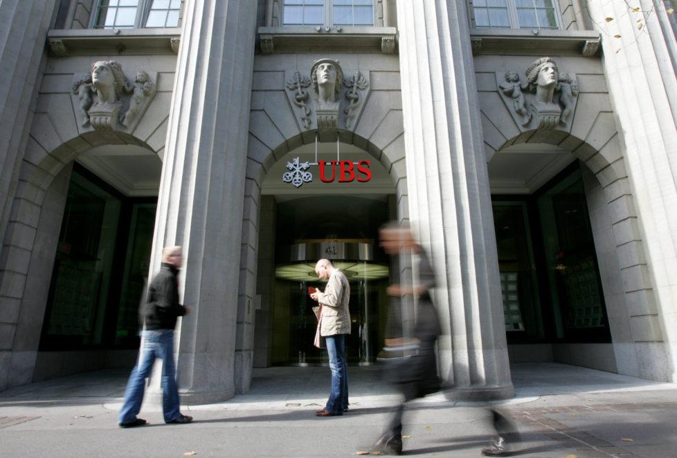 Hohe Boni, hohe Bussen: Grossbanken wie die UBS haben das Vertrauen der Anleger nicht verdient. Foto: Bloomberg