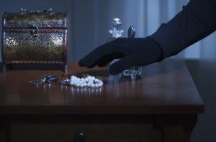 Diebstahl von Uhr oder Schmuck: Die Hausratsversicherung deckt meistens 3000 bis 5000 Franken ab. Foto: Getty Images