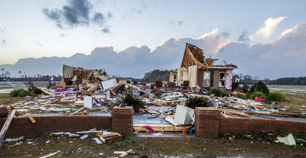 Katastrophenbonds: Versicherungen lassen die Anleger das Risiko tragen. Foto: Mark Wallheiser/EPA