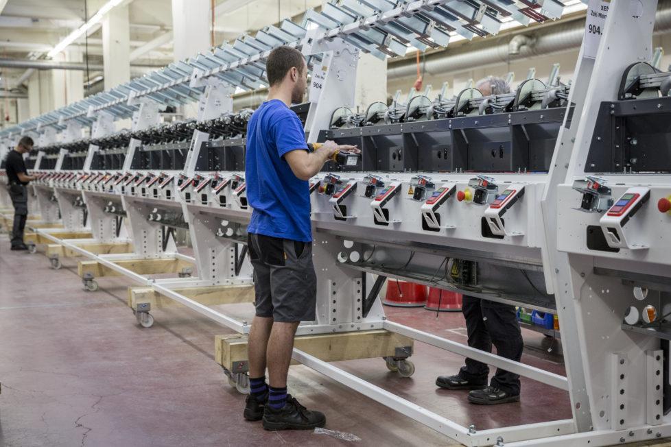 Hohe Dividendenrendite und grosses Kurswachstum machen die Aktien des Textilmaschinenhersteller attraktiv. Foto: Pascal Mora/Keystone
