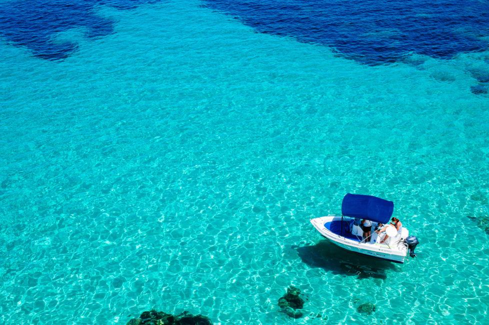 Unbeschwert Ferien machen: Wenn das Geld auf dem Trockenen ist. Foto: Getty