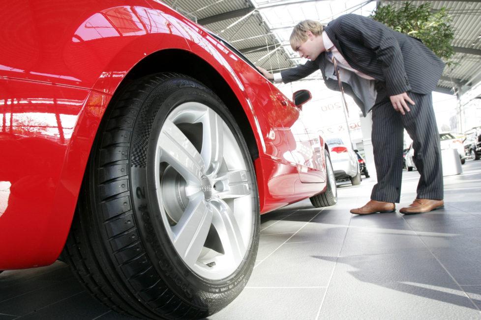 Autoleasing verteuert den Autokauf: Barzahlung ist am besten. Foto: Keystone