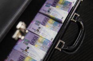 Der Steuern wegen: Das Geld der 3. Säule sollte immer gestaffelt bezogen werden. Foto: Gabriele Putzu/Keystone