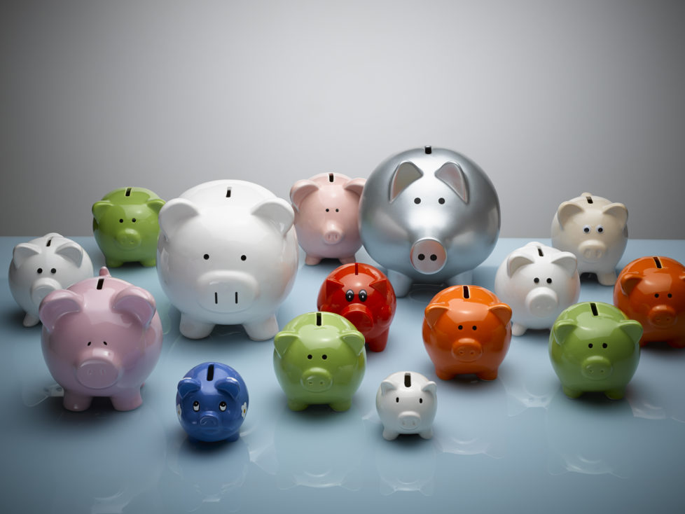 Kassenobligationen sind sicher, zahlen aber tiefe Zinsen. Aktien sind risikoreicher, bieten aber mehr Rendite. Foto: Getty Images