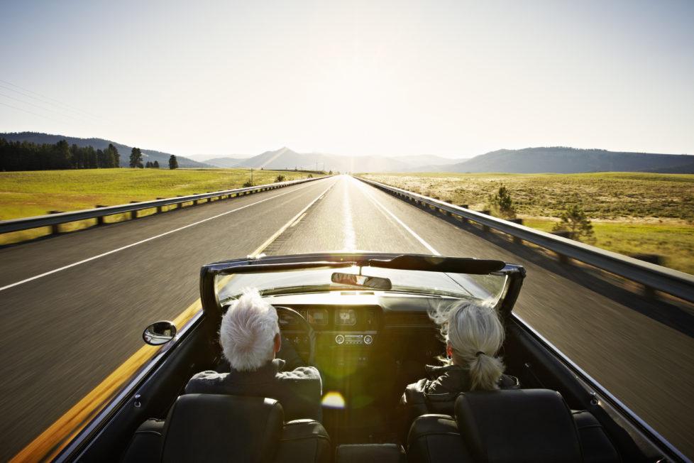 Strasse ins Glück: Denken Sie im Hinblick auf die Rente frühzeitig über Kaptalbezug oder Rentenauszahlung nach. Foto: Getty Images