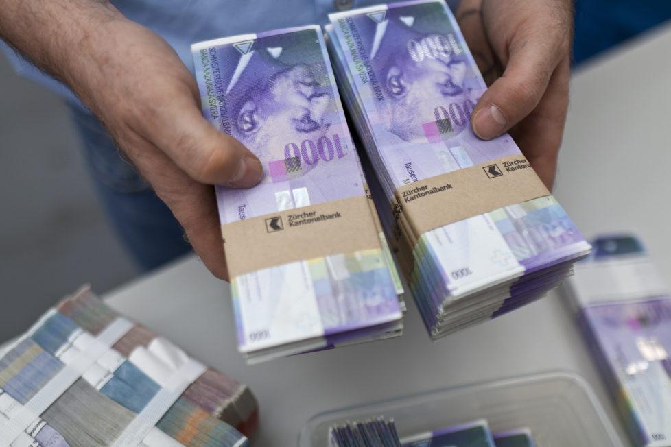 Geld parkieren: Bei Banken sind die Einlagen bis maximal 100'000 Franken gesetzlich gesichert. Foto: Key