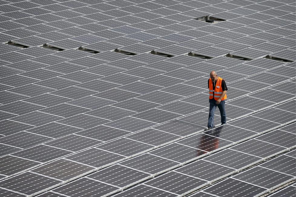 Der Preis muss stimmen: Solarzulieferer Meyer Burger verlagert die Arbeit teilweise nach China. Foto: Alessandro della Valle/Keystone