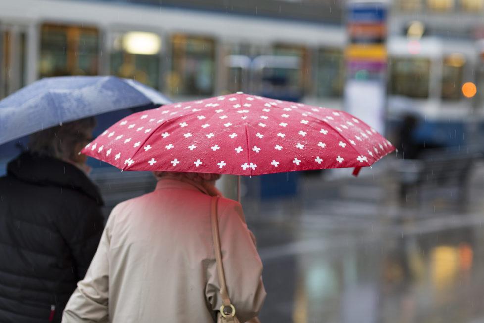 Einlagenschutz: Einzelkonten besser bei verschiedenen Banken anlegen. damit sie nicht im Regen stehen. Foto: Key
