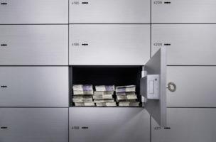 Sparen auf dem Konto bringt Verluste: Rendite erzielt man mit Anlagen in günstige ETF oder Dividendenperlen. Foto: Gabriele Putzu/Keystone