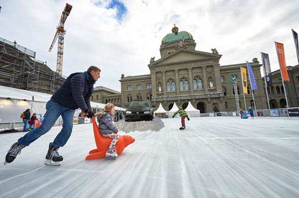 Eisbahn auf dem Bundesplatz. © Adrian Moser