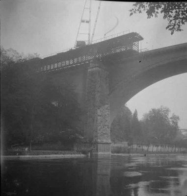 FN Jost N 1974, Abbruch der alten Eisenbahnbrücke (Rote Brücke), 1941, Artist: