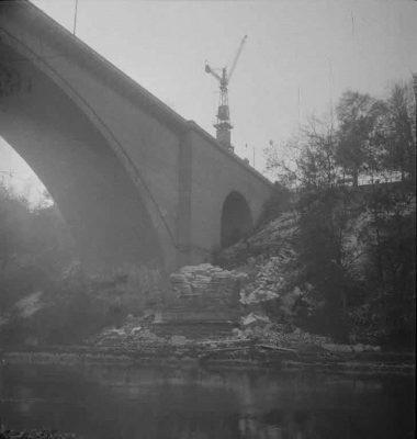 FN Jost N 1975, Abbruch der alten Eisenbahnbrücke (Rote Brücke), 1941, Artist: