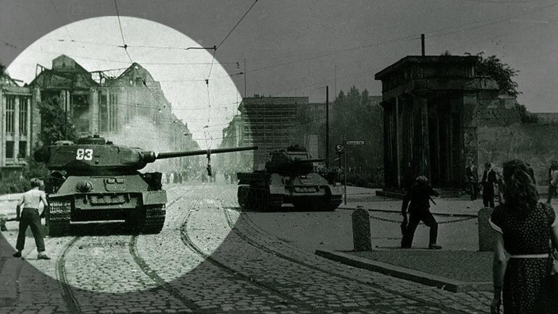 Der 17. Juni 1953: Sowjetische Panzer fahren auf dem Potsdamer Platz in Berlin auf. Foto: Ullstein Bild, Getty Images