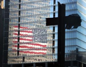 Die Stahlträger in Kreuzform werden am 11. September 2004 am Ground Zero präsentiert.