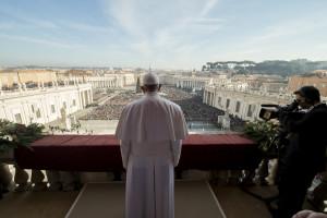Der Papst bei der Weihnachtsmesse am 25. Dezember 2015. Foto: L'Osservatore Romano/AP