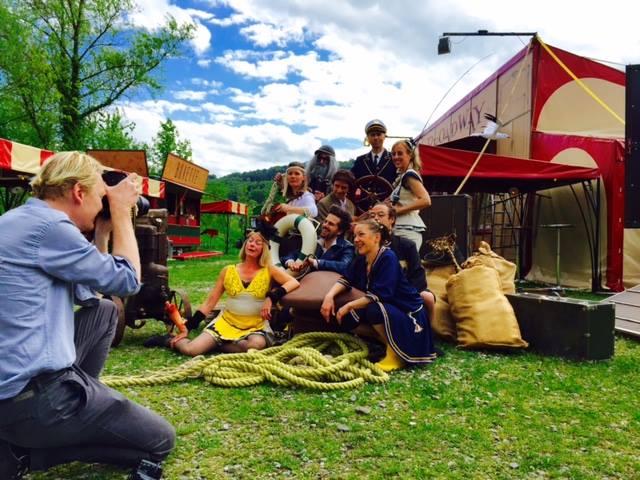 Das Ensemble beim Fotoshooting für den «Bund». Foto geklaut von der FB-Seite des Broadway Variété.