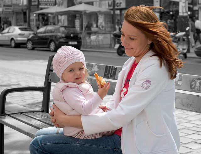Glücksmoment: Eine Mutter geniesst Zeit mit ihrer Tochter. (Bild: flickr.com)