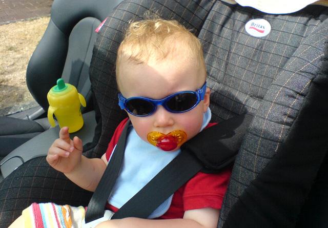 Was, wenn der Nuggi auf den Boden fällt? Kleinkind im Auto. (Foto: Flickr/Andy G)