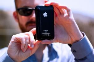 Das Smartphone ist zu unserem dritten Auge geworden – was nicht heisst, dass man jeden damit fotografieren darf. Foto: David Goehring (Flickr)