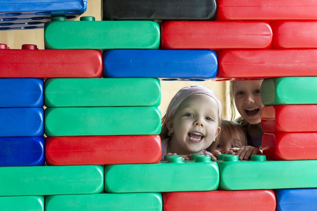 Akzeptiert oder erwünscht? Kinder im Spielraum im Reka-Feriendorf Urnäsch. Foto: Christian Beutler (Keystone)