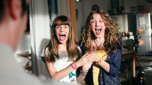 Nelli und Lea in Sturmfrei. (KiKA/FEEDMEE)