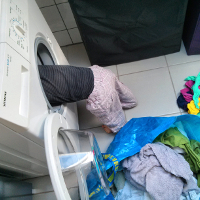 Kind wäscht