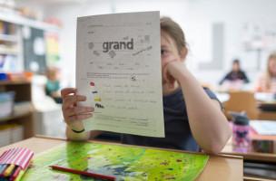 Tagesschule Bungertwies in Zuerich am 12. Maerz 2015. Französisch Stunde bei der Mittelstufe (KEYSTONE/Gaetan Bally)