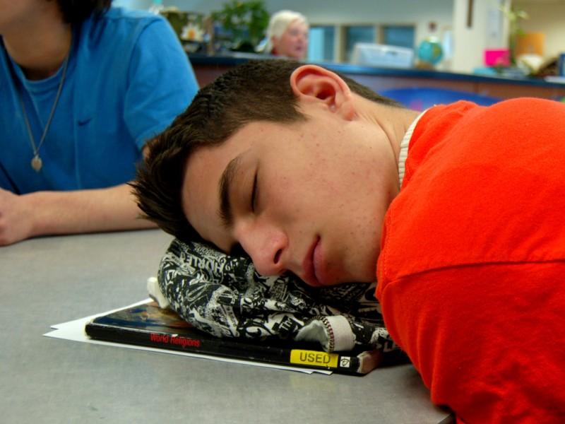 Schlafender Schüler. Foto: MC Quinn (Flickr)