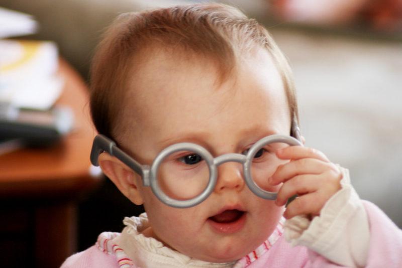 Aussichtslos: Für Kleinkinder gibt es keine schönen Brillenmodelle. Foto: Quinn Dombrowski (Flickr)