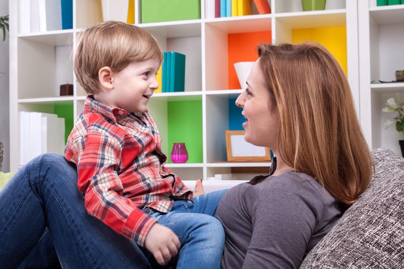 Verständigungsprobleme? Für Eltern ist es schwierig, wenn Kinder die eigene Sprache nicht sprechen wollen. Foto: didesign021 (iStock)